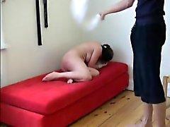 Nalgadas cruel del Lisa con una toalla mojada