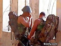 Lihaksikas Soldier voi odottaa seksiä
