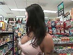 Geile brunette Frau mit großem Runde ass Teil4
