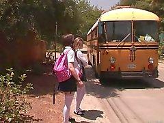 Chicas de paradas de autobús - de Faye de Reagan