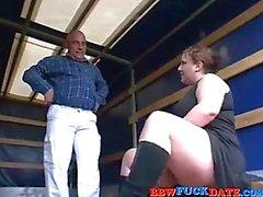 Bochtige BBW Teen Pleasuring Old Man