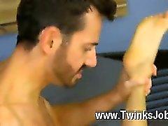 Bryan Slater iş yerindeki bir stresli bir gün bulunuyor ile Eşcinsel sikiş , o gelir