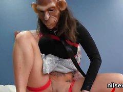 Foxy teenie ryhdytään anaali assylum haulle estottomia hoidon