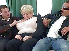 Kaikkiaan drunk mummon kestää kaksi hanojen