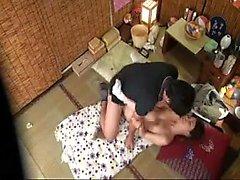 Tatlı Japon ev kadını harika bir azgın dick sikikleri