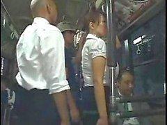 Gang munaa bussissa