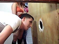 Любительские подростки трахает через Gloryhole
