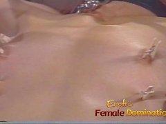 Tuska tekee tämän seksikkäitä laihoja ruskeaverikkö orjana girl todella kiimainen