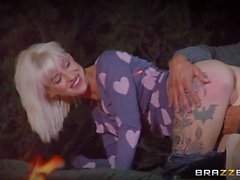Outdoor night time fuck with tattooed blonde Kleio Valentien