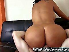Big ass honey squishes her boyfriends face