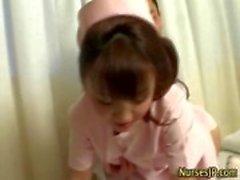 Un'infermiera bomba asiatico dovesse bagnarsi