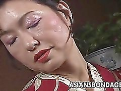 Japanese MILF Kimono wird gefesselt