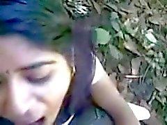 desi intialainen tyttö hämmästyttävä imeä ja syödä cum