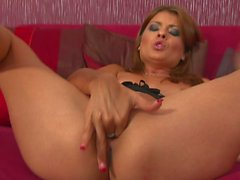 Jasmine Rouge playing with her twat