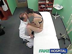 FakeHospital paciente quiere inspeccionar su coño mojado