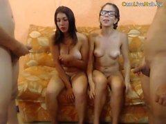 het orgie på webbkamera lycklig stor natuals tonåring är nöjd