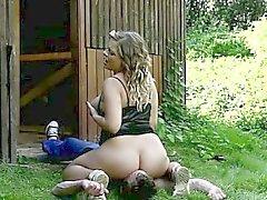 Tatlı bir dolgun Lenka kaba bir facesitting cinsel ilişki sırasında yaban alıyor