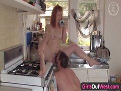 Bambine femmine Fuori West & n dash_ plumper Australia Pelosa forata in cucina
