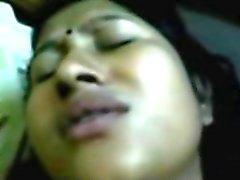 Desi Bhabi Moaning NaNa Na Na!!