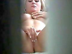 Sexig blondin Fångad onanerar på dolda Cam