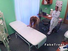 Redhead Euro estudiante folla médico en hospital falso