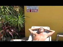 Si bien por el ejercicio en el piscina del centro turístico de curtido , de Vincenzo hace un