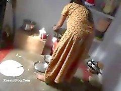 Desi owner fucks his maid - desibate