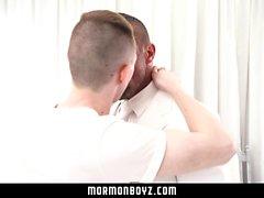 MormonBoyz - Hung muskel pappa barebacks hans twink