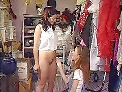Mager Liten Tit Teen Anne förför en kvinnlig Kund