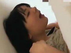 Buxom Asian Küken wird mit Sex-Spielzeug gefickt und gibt ein nic