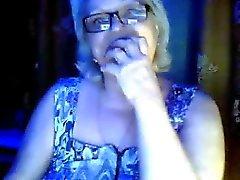 granny chaud à clignoter ses gros seins de la son époux cache
