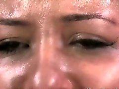 Restringido do bocal clampled prostituta obedece mestre