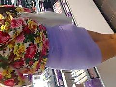 Sexy che Asian in vestito viola rappresentazione perizomi