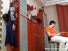 Russo madre Catturato Il Suo Figlio Masterbating