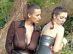 Sexy sculacciata lerdom con la sensuali Jane e di Jelena di Jensen