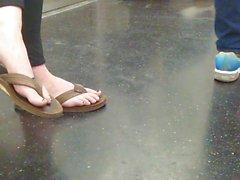 pieds dans la rue et la plante dans le métro