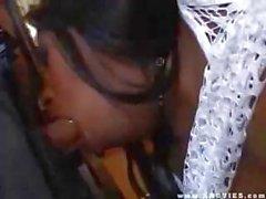 Busty babe ebony Vanessa bleus se ce coq à chaque trou de baise