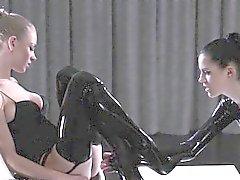 strapon lezbiyenler ince külotlu çoraplar