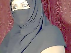 Árabes muçulmanos piscando menina na cam