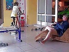 Sexy tiener geboord door oude man