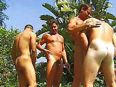 Azioni da pompinara alla piscina