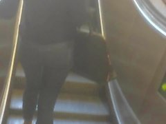 culo ragazza turca in jeans che in della metropolitana di