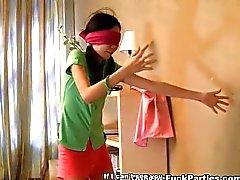 Женщин Азии трахается на вечеринке