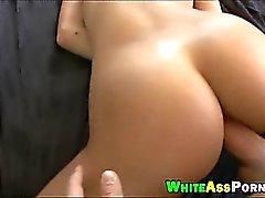 Round butt blondie babe Jessie Rogers analyzed in bed