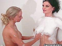 Sexy Carmen sculpting her girlfriends part2