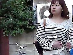 Asiatiskor pissa av ut pölarna