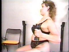 Dusty großen Mädchen Körperlich trainieren