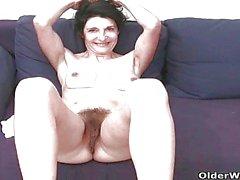 La abuelita francés con coño peludo y el se masturba tope redondos