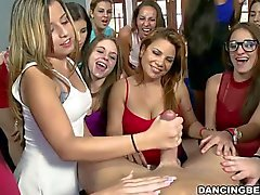 Seksikäs strippers saada seksikäs schlongs syönyt