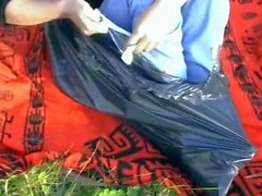 Ilmastointiteippi tyttö pakenee suljetuista Roskakori Bag
